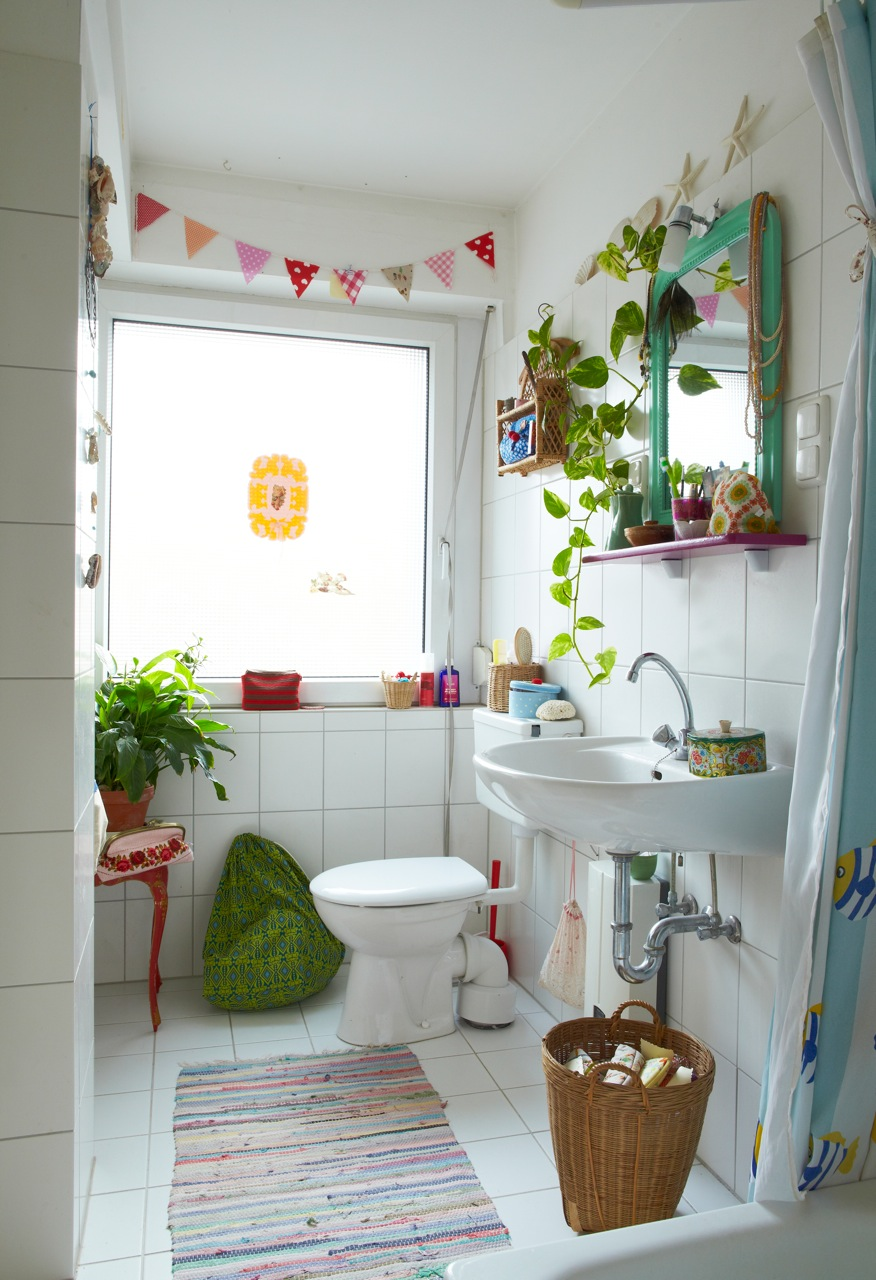15 Cozy Design Ideas For Small and Functional Bathrooms 16