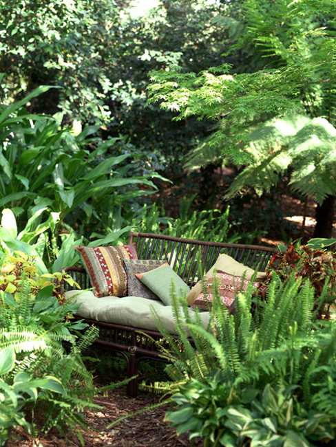 Fifteen Wonderful Landscaping and Gorgeous Centerpiece Ideas for Your Outdoor Places 6