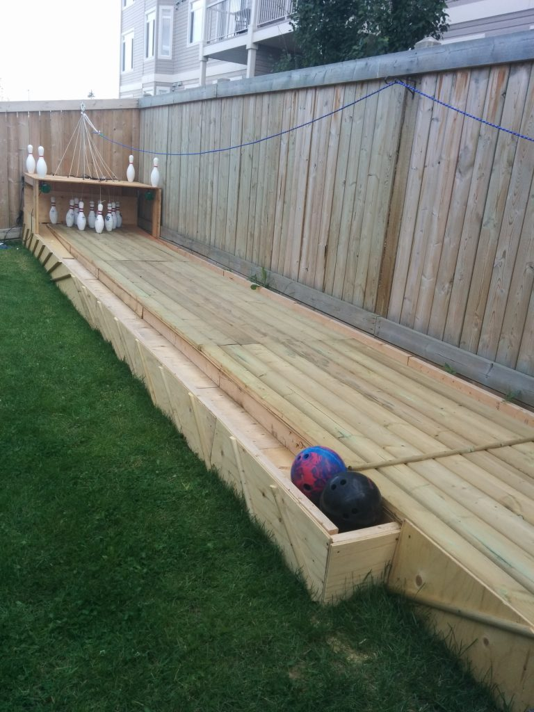 16-diy-bowling-alley-from-pallets