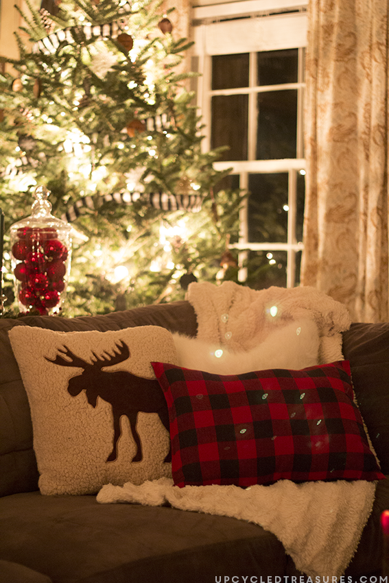 25 Amazing Red and White DIY Christmas Decor Ideas 11
