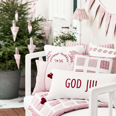 25 Amazing Red and White DIY Christmas Decor Ideas 9