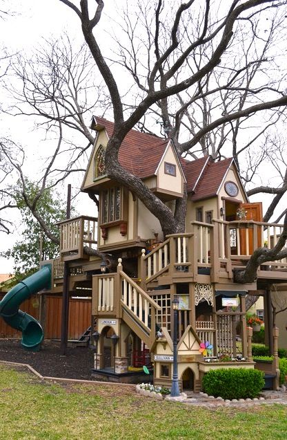 14.Tree Playhouse