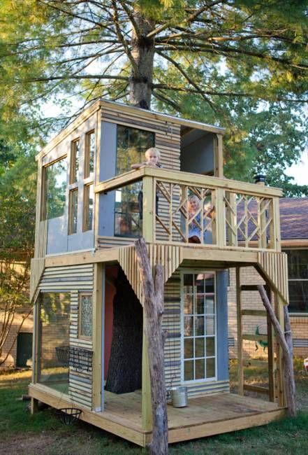 18.Tree Trunk Playhouse