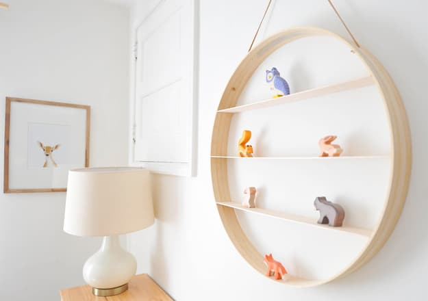 3.Round Wooden Shelf