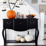 1.Classical Halloween Table