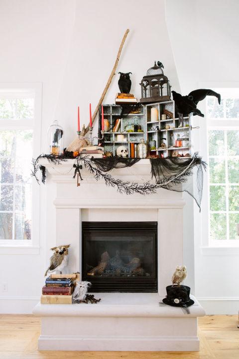 8.Another Halloween Fireplace Decor
